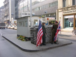 Checkpoint_Charlie_2005_072